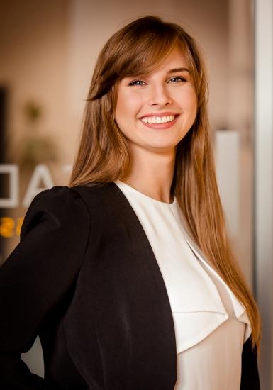 Sales Counsultant   Michelle Ziaja